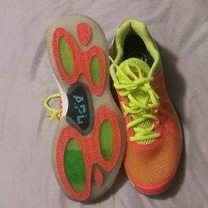 APL Shoe